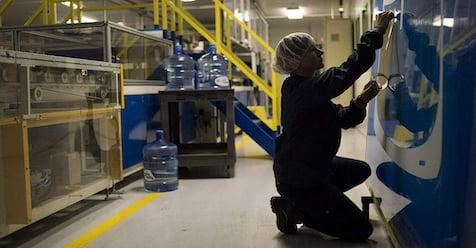 U.S. Key Manufacturing Gauges Dampen Earlier Hopes On Global Recovery